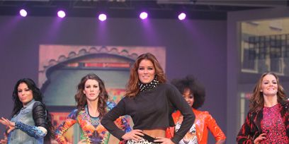 Face, Footwear, Leg, Entertainment, Performing arts, Thigh, Performance, Fashion, Youth, Public event,