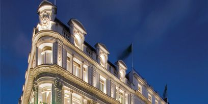 Facade, Architecture, Commercial building, Building, Mixed-use, Landmark, Evening, Metropolis, Hotel, Classical architecture,
