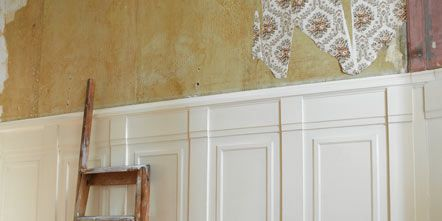 Wood, Room, Wall, Ladder, Molding, Chandelier, Paint, Light fixture, Plaster, Building material,