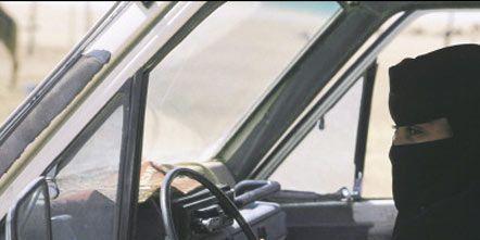 Motor vehicle, Glass, Vehicle door, Windscreen wiper, Steering wheel, Car, Automotive exterior, Hood, Windshield, Steering part,