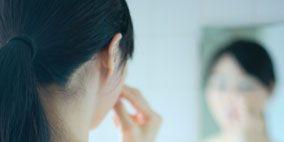 Hair, Hairstyle, Skin, Shoulder, Photograph, Joint, Black hair, Beauty, Organ, Temple,