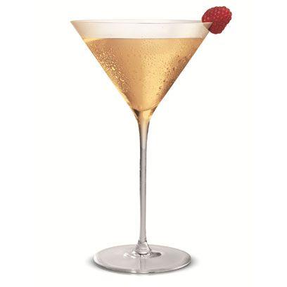 Drink, Martini glass, Champagne cocktail, Alcoholic beverage, Classic cocktail, Cocktail, Champagne stemware, Stemware, Distilled beverage, Alexander,