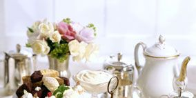 Serveware, Dishware, Cuisine, Food, Finger food, Dish, Tableware, Ingredient, Porcelain, Plate,