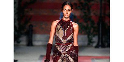 Shoulder, Fashion show, Fashion model, Style, Runway, Fashion, Model, Street fashion, Haute couture, One-piece garment,