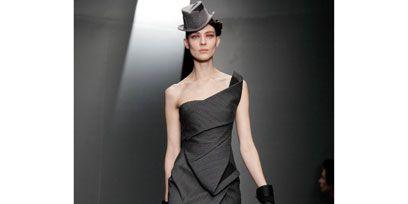 Footwear, Shoulder, Human leg, Dress, Joint, Style, Waist, One-piece garment, Formal wear, Knee,