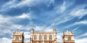 Cloud, Property, Architecture, Facade, Building, Landmark, Palace, Manor house, Stately home, Mansion,