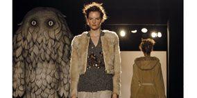 Sleeve, Style, Dress, Fashion, Street fashion, Beige, Fashion model, Fur, Snapshot, Waist,