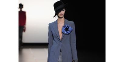 Collar, Sleeve, Shoulder, Standing, Hat, Outerwear, Stairs, Formal wear, Style, Coat,