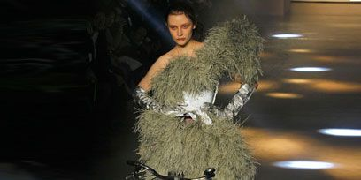 Bicycle wheel rim, Bicycle tire, Bicycle wheel, Bicycle, Bicycle frame, Bicycle fork, Bicycle handlebar, Groupset, Fashion, Spoke,