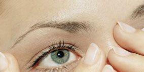 Finger, Brown, Skin, Eyebrow, Photograph, Nail, Eyelash, Iris, Beauty, Organ,