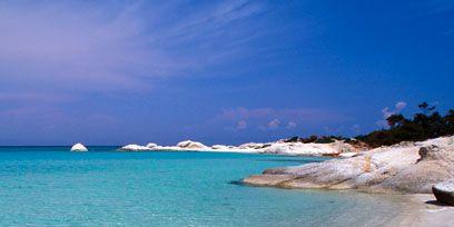 Body of water, Coastal and oceanic landforms, Blue, Coast, Shore, Fluid, Aqua, Ocean, Turquoise, Sand,