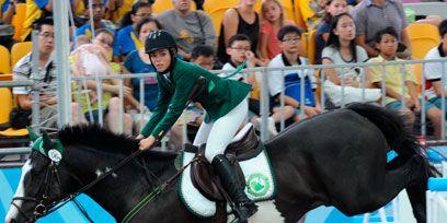 Human, Bridle, Jockey, Horse, Vertebrate, Recreation, Halter, Horse supplies, Equestrian sport, Shoe,