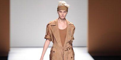 Brown, Fashion show, Shoulder, Joint, Runway, Style, Fashion model, Waist, Fashion, Model,