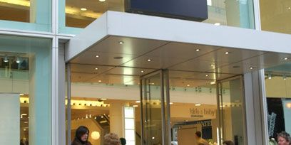 Floor, Commercial building, Luggage and bags, Retail, Baggage, Lobby, Cleanliness,
