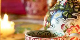 Macaroon, Serveware, Dishware, Ceramic, Dessert, Porcelain, Sweetness, Finger food, Cuisine, earthenware,