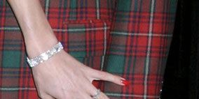 Plaid, Finger, Tartan, Pattern, Wrist, Textile, Hand, Red, Nail, Style,