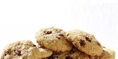 Finger food, Food, Cookies and crackers, Baked goods, Biscuit, Dessert, Chocolate chip cookie, Cookie, Ingredient, Recipe,