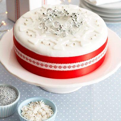 White, Food, Torte, Icing, Sugar cake, Cream, Buttercream, White cake mix, Sugar paste, Cake,