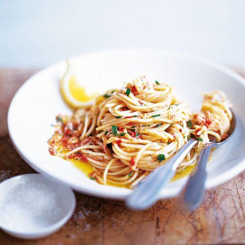 spaghetti with crab and chilli recipe