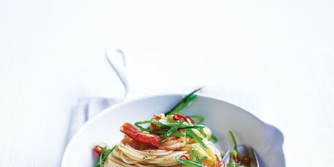 Food, Cuisine, Ingredient, Produce, Dishware, Recipe, Spaghetti, Garnish, Leaf vegetable, Noodle,