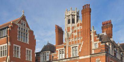 Window, Neighbourhood, Building, Facade, Brick, Roof, Medieval architecture, Brickwork, Sash window, Apartment,