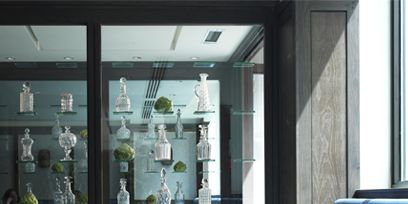 Glass, Drinkware, Dishware, Stemware, Barware, Interior design, Tableware, Table, Tablecloth, Serveware,