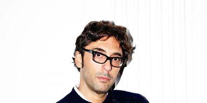 Eyewear, Vision care, Finger, Cheek, Glasses, Sleeve, Collar, Forehead, Shoulder, Hand,