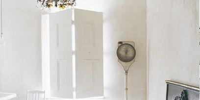 Room, Plumbing fixture, Property, Wall, Floor, Interior design, Sink, Interior design, Tap, Plumbing,