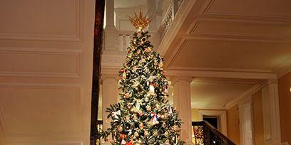 Lighting, Interior design, Christmas decoration, Event, Room, Stairs, Property, Christmas tree, Home, Interior design,