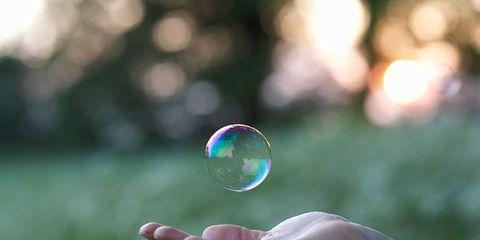 Green, Colorfulness, Sunlight, Liquid bubble, Transparent material, Aqua, Circle, Thumb, Macro photography,