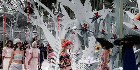 Headgear, Costume accessory, Fashion, Street fashion, Waist, Costume, Tradition, Costume design, Carnival, Feather,