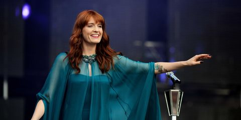 Microphone, Jewellery, Performance, Stage, Public event, Red hair, Stage equipment, Long hair, Brown hair, Makeover,