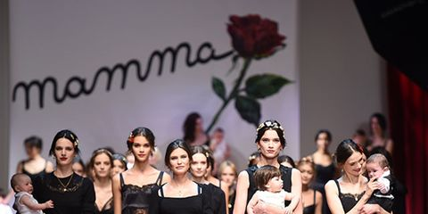 Leg, Event, Dress, Formal wear, Beauty, Performance, One-piece garment, Fashion, Little black dress, Day dress,
