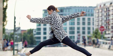 Human leg, Active pants, Street fashion, Knee, Pedestrian, Exercise, Running, Condominium, Leggings, sweatpant,