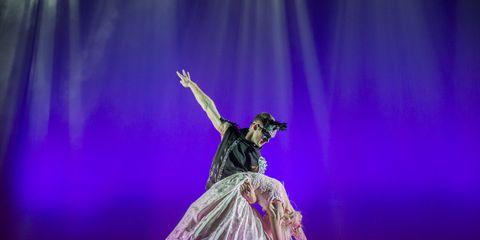 Entertainment, Performing arts, Event, Dancer, Stage, Purple, Artist, Performance, Performance art, Dress,
