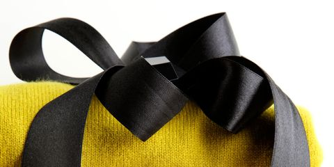 Yellow, Textile, Purple, Costume accessory, Violet, Knot, Ribbon, Natural material, Fiber, Woolen,
