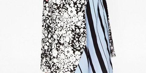 Sleeve, Textile, Human leg, Joint, Style, Pattern, Sandal, Knee, Fashion, Street fashion,