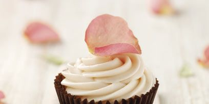 Cupcake, Food, Sweetness, Cake, Baked goods, Dessert, Baking cup, Dairy, Cuisine, Whipped cream,