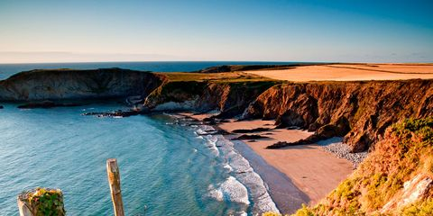 Body of water, Coastal and oceanic landforms, Natural landscape, Coast, Shore, Terrain, Headland, Promontory, Rock, Formation,
