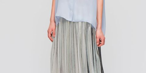 Sleeve, Shoulder, Textile, Human leg, Joint, White, Style, Foot, Pattern, Fashion,