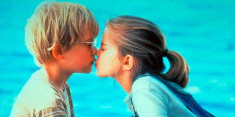 Ear, Kiss, Happy, People in nature, Leisure, Aqua, Summer, Romance, Interaction, Love,