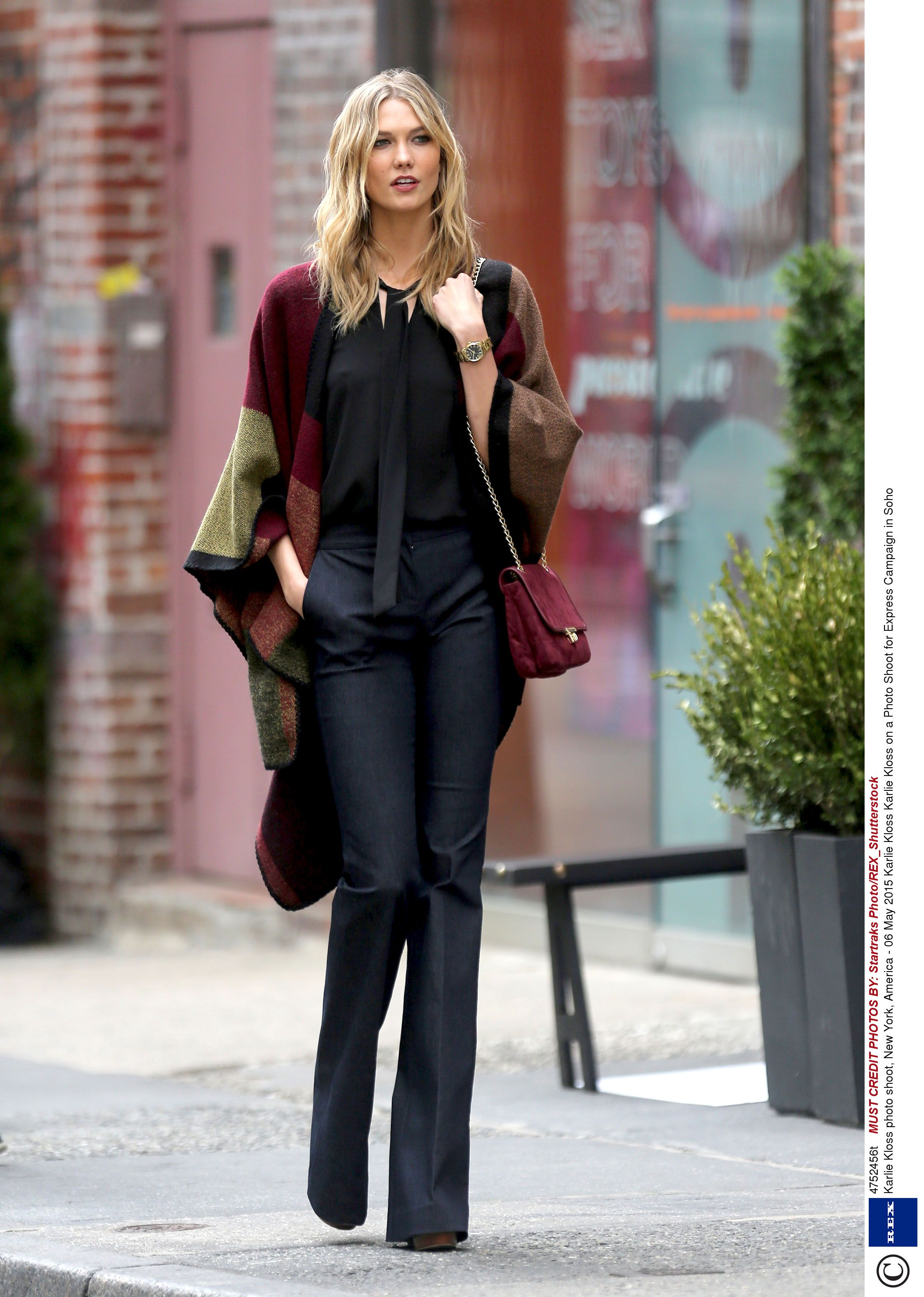 Karlie kloss casual style steps out in a chilly nyc - 2019 year
