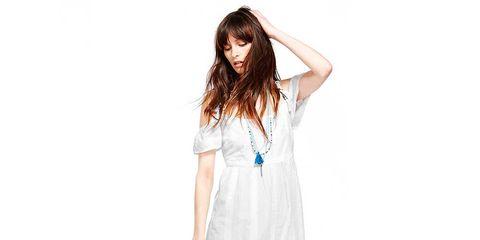 Finger, Sleeve, Shoulder, Dress, Standing, Joint, One-piece garment, Human leg, White, Style,