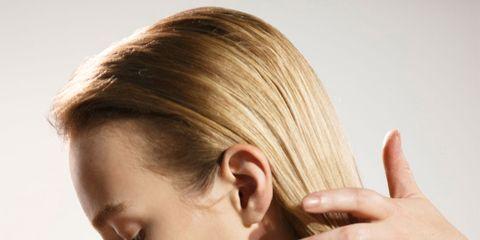 Hairstyle, Eyebrow, Eyelash, Earrings, Jewellery, Music artist, Beauty, Long hair, Blond, Woodwind instrument,