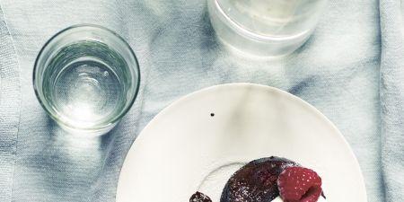 Serveware, Dishware, Glass, Food, Sweetness, Tableware, Drinkware, Plate, Dessert, Kitchen utensil,