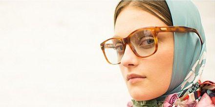 Eyewear, Vision care, Lip, Jaw, Collar, Beauty, Wrap, Portrait, Portrait photography, Stole,