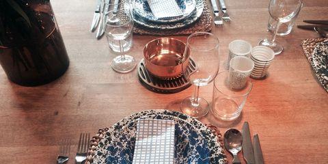 Dishware, Serveware, Glass, Drinkware, Table, Tableware, Barware, Plate, Linens, Stemware,