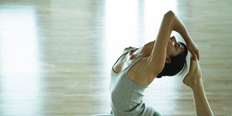 Human leg, Shoulder, Elbow, Joint, Flooring, Wrist, Floor, Toe, Knee, Barefoot,