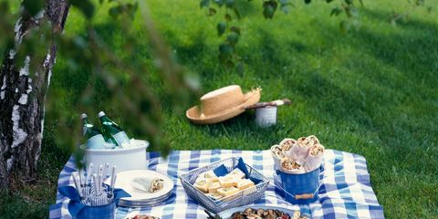 Tablecloth, Cuisine, Textile, Food, Dish, Linens, Picnic, Home accessories, Meal, Bread,