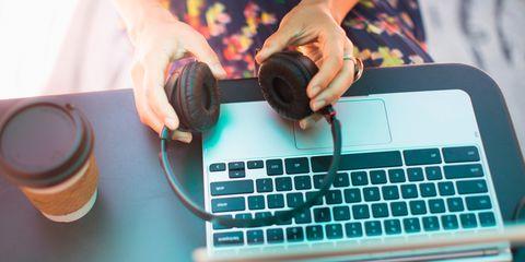 Finger, Electronic device, Space bar, Technology, Laptop part, Office equipment, Gadget, Wrist, Input device, Laptop,